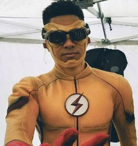 """""""Flash"""" star proudly comes out as bisexual"""