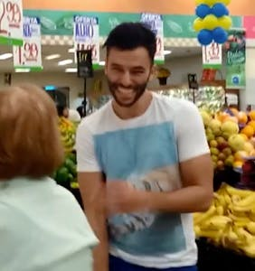 Handsome Brazilian wins at Internet with disruptive supermarket dance routine