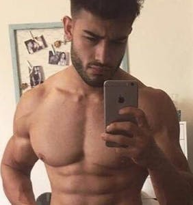 Twitter is drooling over this revealing pic of Britney Spears' boyfriend Sam Asghari, but wait