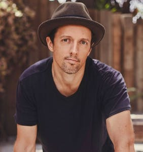 Jason Mraz talks hooking up with dudes while dating the woman who later became his wife