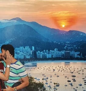 This adorable photo of a gay couple kissing is making homophobes lose their minds