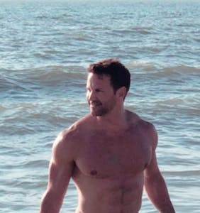 Will Aaron Schock's newly leaked clothes-free selfies finally bury his political career?