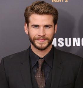 PHOTO: Liam Hemsworth leaves little to the imagination in revealing short-shorts