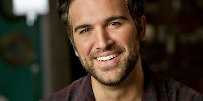 'Fuller House' star Juan Pablo Di Pace just came out as gay
