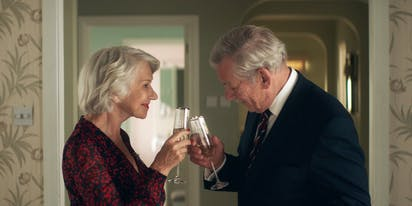 WATCH: 'The Good Liar' stars Ian McKellen & Helen Mirren enjoy some sick beats