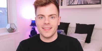 "YouTuber Niki Albon comes out in emotional video titled ""I'm gay"""
