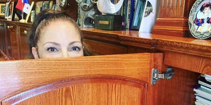 Gloria Estefan is living her best life on Instagram while in quarantine and it's an absolute gift