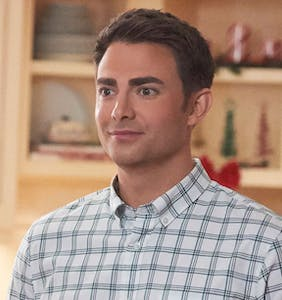 'Mean Girls' alum Jonathan Bennett to lead Hallmark's first gay Christmas movie