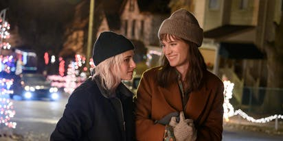 Kristen Stewart & Mackenzie Davis chat about love under a microscope in 'Happiest Season'